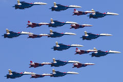 Rusland, Moskou, Victory Day May 9, 2016 - bemande teamswifts en Russische Ridders Royalty-vrije Stock Foto