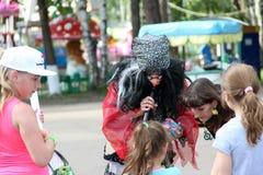 Rusland 27 noginsk-Juni vakantie voor kinderen in het stadspark Royalty-vrije Stock Afbeeldingen