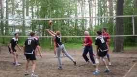 Rusland novosibirsk Kustvolleyballliga 06 10 17 Twee teamsspel in het hout in volleyball 4k, 3840x2160 HD stock videobeelden