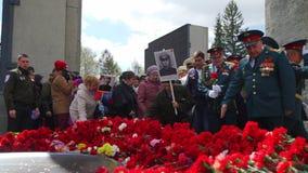 Rusland, Novosibirsk, 9 Mei 2017: De Russen vieren Victory Day stock video