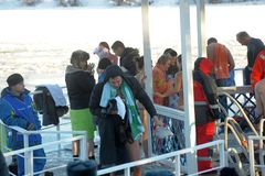 Rusland, Petersburg, 19.01.2014 Mensen tijdens traditionele Epi Stock Afbeeldingen