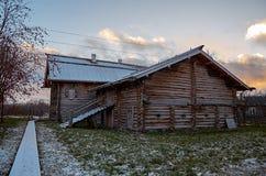 Rusland Petrozavodsk Het Etnografische die Museum van Sheltozeroveps na R wordt genoemd P Lonin 15 november, 2017 Stock Afbeeldingen