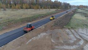 Rusland, reparatie en aanleggen van wegen stock videobeelden