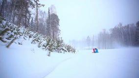 Rusland Siberië 27 december 2014 De instructeur leert stock videobeelden