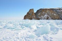 Rusland, Siberië, meer Baikal, Olkhon-eiland, Kaap Khoboy in de winter Royalty-vrije Stock Foto's