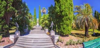 RUSLAND, SOTCHI, 30 AUGUSTUS, 2015: De belangrijkste centrale trap in het Arboretum, Sotchi, Rusland op 30 Augustus, 2015 Stock Fotografie