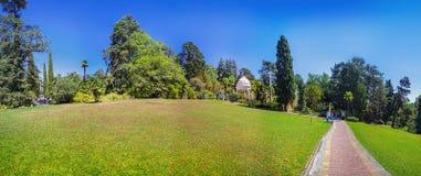 RUSLAND, SOTCHI, 30 AUGUSTUS, 2015: Panorama van het Arboretum, Sotchi, Rusland op 30 Augustus, 2015 Stock Afbeeldingen