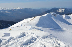 Rusland, Sotchi, de hellingen van de skitoevlucht Rosa Khutor Stock Foto