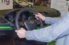 Rusland, St. Petersburg, 13 April, de tentoonstelling van 2018 van auto's, simul royalty-vrije stock foto