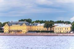 Rusland, St. Petersburg, Augustus 2016: Menshikovpaleis op Universitaire Dijk 15 Stock Foto's