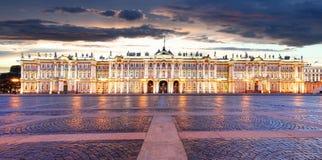 Rusland - St. Petersburg, de Winterpaleis - Kluis bij nacht, niemand royalty-vrije stock foto's