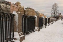 Rusland, St. Petersburg, dijk van de Fontanka-Rivier royalty-vrije stock fotografie