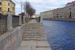 Rusland, St. Petersburg, dijk van de Fontanka-Rivier stock afbeelding