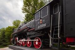 Rusland Ulyanovsk 2018 06 05 Voortbewegings-monument l-3291 Krachtige mooie Russische locomotief royalty-vrije stock foto