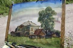 Rusland - Usolye op 16 Juli: het schilderen van schildersezel borstelt verfkleurpotloden Stock Fotografie
