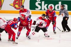 Rusland versus Canada. 2010 het Kampioenschap van de Wereld royalty-vrije stock afbeeldingen