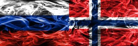 Rusland versus zij aan zij geplaatste de rookvlaggen van Noorwegen stock illustratie