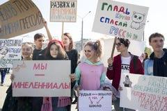 Rusland viert Absurd en Onlogisch in Jaarlijkse Monstration stock foto's