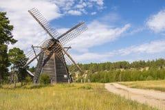 Rusland - Yakutia - Traditionele kant van de weg houten windmolen Stock Afbeeldingen