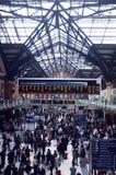Rusningstid i upptagen station Arkivfoton