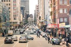 Rusningstid och trafikstockning i Johannesburg Sydafrika arkivfoton