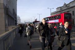 Rusningstid på den London bron Royaltyfria Foton