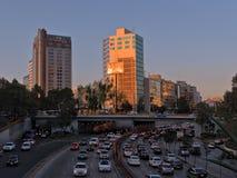 Rusningstiden i Circuito inre Melchor Ocampo nära Chapultepec parkerar, Mexico - staden, Mexico Arkivfoto