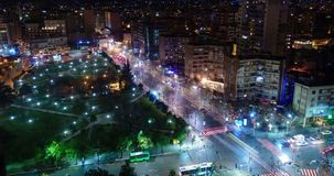 Rusningstidnattetidschackningsperiod i staden, Tirana, Albanien stock video