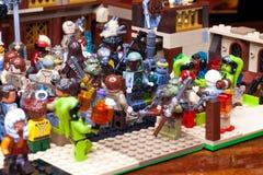 RUSO, EL 24 DE ENERO DE 2019 Lego Star Wars Cantina Mos Eisley de la barra de Minifigures en Tatooine imagen de archivo libre de regalías