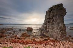 Ruso, Primorye, declinación hermosa en el mar Fotos de archivo
