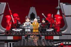 RUSO, SAMARA - 8 de febrero de 2019 Lego Star Wars Caracteres de Minifigures Star Wars - episodio 8: El Jedi pasado Kylo Ren, Rey imagenes de archivo