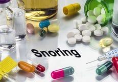 Russare, medicine come concetto del trattamento ordinario fotografia stock libera da diritti