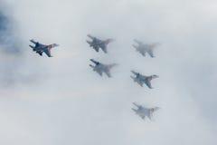 Russe adelt aerobatic Kämpfer Team Sukhoi Su-27 an MAKS Airshow 2015 Lizenzfreie Stockfotografie