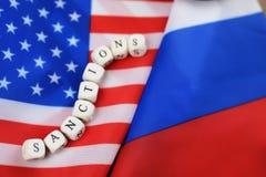 Russe et sanctions de drapeau des Etats-Unis Photographie stock