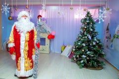 Russe Santa Claus From Azerbaijan beau vecteur d'arbres d'illustration de Noël Décorations de Noël Images libres de droits