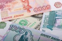 Russe tausend Rubel und Dollar-Banknoten Lizenzfreie Stockfotos