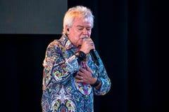 Russell Hitchcock från lufttillförsel som sjunger härlig melodi på Epcot i Walt Disney World 6 arkivfoto