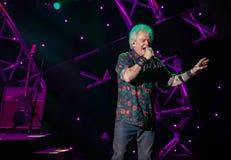 Russell Hitchcock från lufttillförsel som sjunger härlig melodi på Epcot i Walt Disney World 25 royaltyfri fotografi