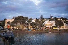 Russell, NZ-waterkant bij zonsondergang Royalty-vrije Stock Afbeeldingen