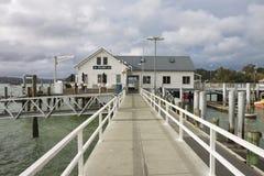 Russell Pier lokaliserade i fjärden av öar, Nya Zeeland Royaltyfri Foto