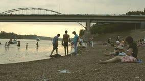 Russes dans la détente d'Oufa White River clips vidéos