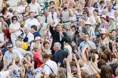Russia Karelia Kondopoga - JULY 08-2014: the famous singer Nikolai Baskov in a crowd of people stands and sings for fans royalty free stock photos