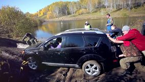 Russia, Siberia, 27 september 2014. SUV got stuck stock footage