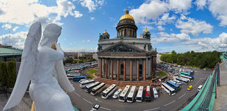 Russia, St. Petersburg, Isaac's Cathedral, 07.14.2015:. A view of Isaac's Cathedral from 5 floors of the hotel 4 season, around the cathedral are many tour buses Stock Photos