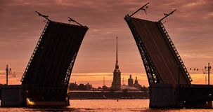 Russia, St. Petersburg 29 June 2016: Opens rises Palace Bridge. On the background of the Peter and Paul fortress, Petropavlovskaya, water navigation, sinrise stock footage