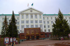 5.04.2012 Russia, YUGRA, Khanty-Mansiysk, Khanty-Mansiysk, the Facade of the administration of Khanty-Mansiysk Autonomous district Stock Photo