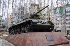 5.04.2012 Russia, YUGRA, Khanty-Mansiysk, Khanty-Mansiysk, the T-34 Tank on the pedestal installed in the `memory Park`. The monum. Ent to the fallen of the Stock Image