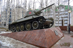 5.04.2012 Russia, YUGRA, Khanty-Mansiysk, Khanty-Mansiysk, the T-34 Tank on the pedestal installed in the `memory Park`. The monum Royalty Free Stock Images