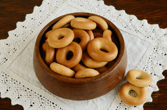 Russian baranka in wooden bowl Stock Images