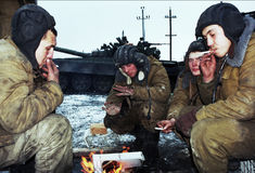 THE RUSSIAN INVASION OF CHECHNYA. Russian army armor troops try to keep warm, and catch a few minutes rest between fighting Chechen rebels in Gudermes, Chechnya Stock Images